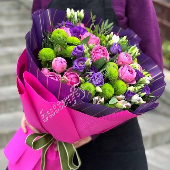 "Bouquet of lisianthus, spray peony roses, alstroemeria and chrysanthemums ""Violetta"""