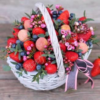 "Food bouquet of chamelacium, strawberries, blueberries and lychee ""Baby"""