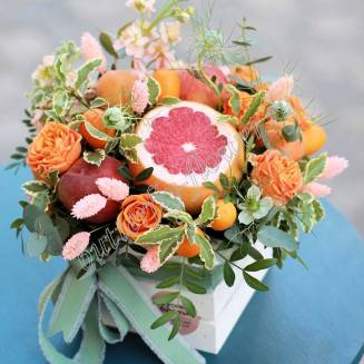 "Food bouquet of roses, fruits and herbs in a wooden box ""Apricot jam"""