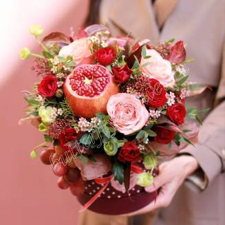 "Food bouquet of roses, fruits and herbs in design box ""Bordeaux Coast"""