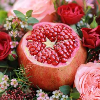 """Food bouquet of roses, fruits and herbs in design box """"Bordeaux Coast"""""""