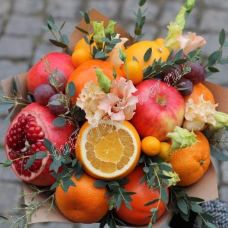 "Food bouquet of seasonal and exotic fruits and eustoma ""Salmon"""