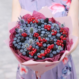 "Food bouquet of blueberries, blackberries, currants and Eringium ""Orion"""