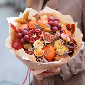"""Food bouquet of spray roses, fruits and decorative herbs """"Honey East"""""""