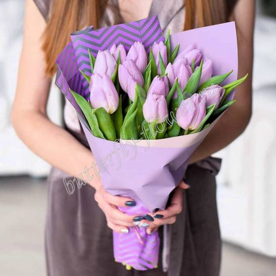 Bouquet of 15 lilac tulips in craft