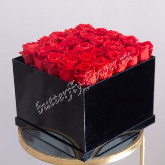 "Bouquet of 25 red roses in design box ""Love in cube"""