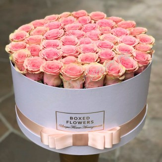 "Bouquet of 49 pink roses in designer box ""San Francisco"""