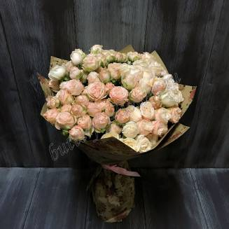 "Bouquet of 19 peony cream spray roses ""Bombastic"""