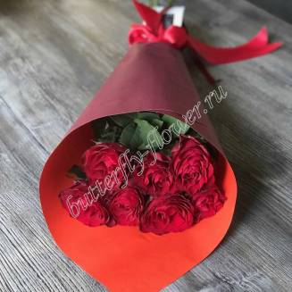Bouquet of red mini-roses