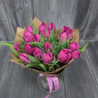 Bouquet of 17 purple peone-tulips in craft