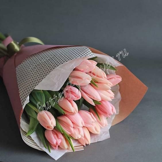 Bouquet of 21 cream tulips in craft