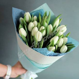 Bouquet of 21 white tulips in craft