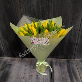 Bouquet of 25 yellow tulips in designer packaging