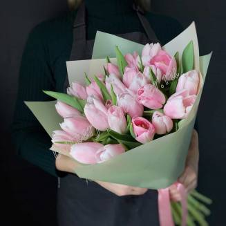 Bouquet of 29 light-pink tulips in craft
