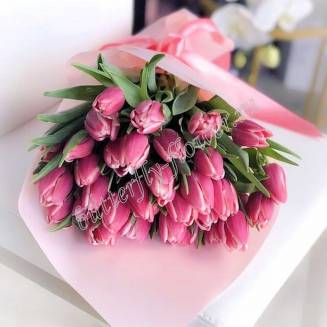 Bouquet of 31 pink peony tulips in craft
