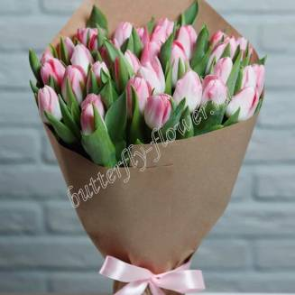 Bouquet of 33 light-pink tulips in craft