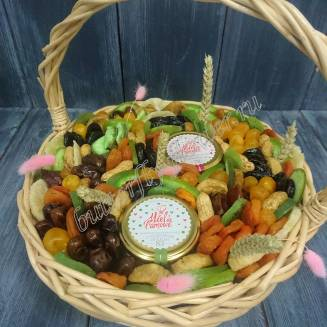 """Bouquet of dried fruits, nuts and honey in the basket """"First sprouts"""""""