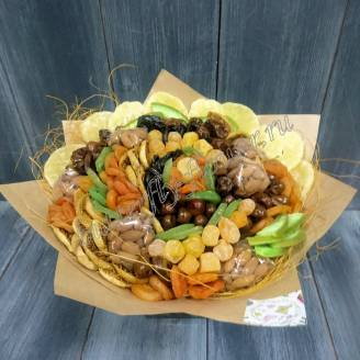 "Bouquet of dried fruits and nuts ""Autumn Waltz"""