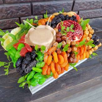 """Bouquet of dried fruits, honey and pomegranate in the basket """"Sultry Day"""""""