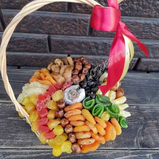 """Bouquet of dried fruits in the basket """"Sweetheart"""""""