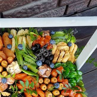 """Bouquet of nuts and dried fruits in a wooden box """"Summer Day"""""""