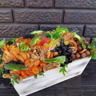 "Bouquet of dried fruits in a wooden box ""Guinea"""