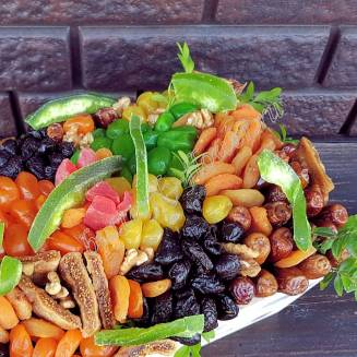 """Bouquet of dried fruits in a wooden box """"Guinea"""""""