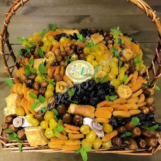 """Bouquet of dried fruits and honey in the basket """"Haymaking"""""""