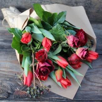 "Bouquet of seasonal flowers ""Spring Red"""