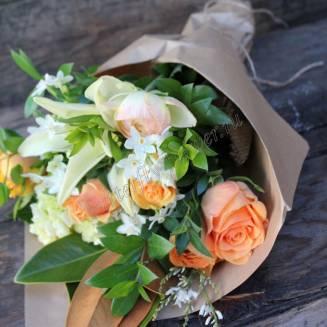 "Bouquet of seasonal flowers ""Spring Peach"""
