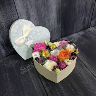 "Bouquet of flowers in decorative box ""Bright heart"""