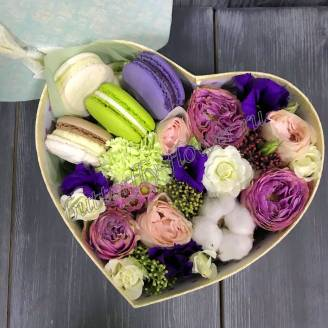 "Bouquet of flowers and pasta in decorative box ""Provence"""
