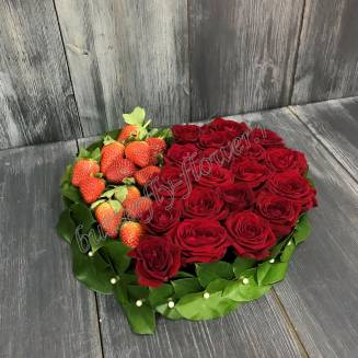 "Food bouquet of roses and strawberries ""Strawberry Heart"""