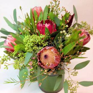 "Bouquet of flowers and Proteus ""Savannah"""
