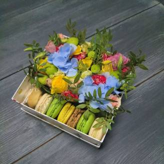"Bouquet of seasonal flowers and sweets in decorative box ""Anticipation"""