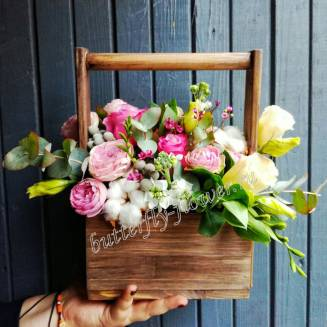 "Bouquet of flowers in a wooden box ""Midsummer Night's Dream"""