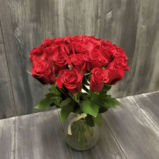 "Bouquet of 25 red Ecuadorian roses in a vase ""Secret Admirer"""