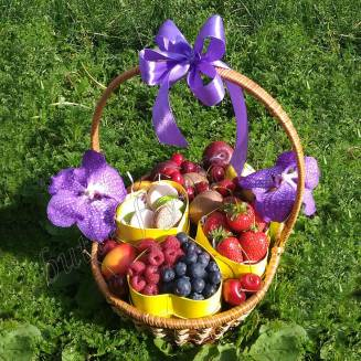 "Gift basket with fruits, berries, cakes and orchid ""Berry Mix"""