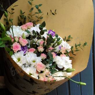 """Bouquet of spray roses, eustomas and chrysanthemums """"Tenderness"""""""