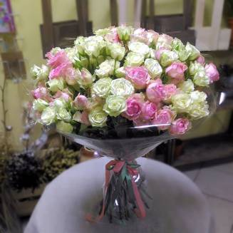 "Bouquet of white and pink spray roses ""Lolita"""