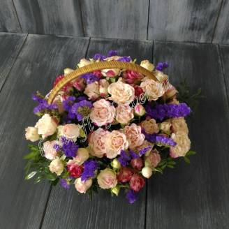 "Basket with spray roses and the statistic ""Cornflower Dawn"""