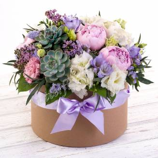 "Bouquet with seasonal flowers and succulents in decorative box ""Milady"""