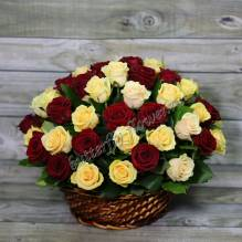 "Basket with red and light roses ""Yin Yang"""