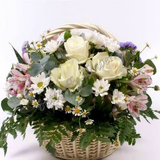 """Basket with roses, alstromeries and daisies """"The Heart of the Poet"""""""