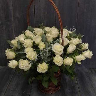 "Large basket with white roses and eucalyptus ""Paris"""