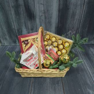 "Gift basket with chocolate, sweets and twigs of Nobilis ""Assorted"""