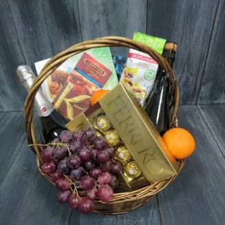 "Gift basket with chocolate, fruit, nuts and alcohol (Champagne) as a gift ""Temptation"""