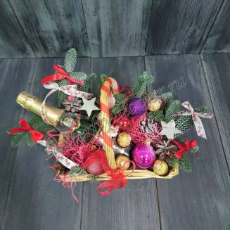 "Gift basket with sweets and alcohol (Champagne) as a gift ""New Year's Bast basket"""