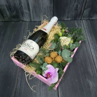 "Arrangement of flowers, nuts and alcohol (Champagne) as a gift ""Sparkling Enchantment"""
