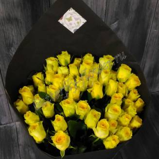 "Bouquet of yellow roses in black craft ""Sunny day"""